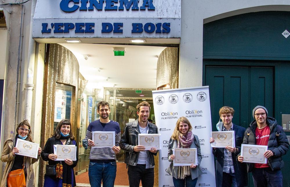 Lauréats devant le cinéma